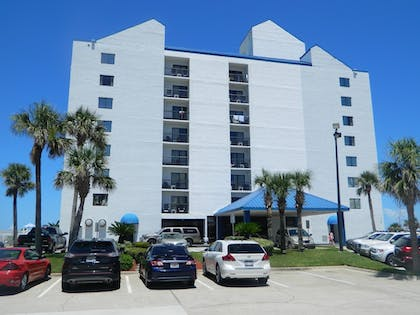 Hotel Front | Tropical Winds Oceanfront Hotel
