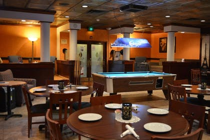 Restaurant | Ramada by Wyndham Wichita Airport