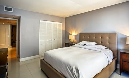 Guestroom | DoubleTree by Hilton Grand Hotel Biscayne Bay