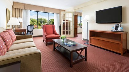 Living Room | Holiday Inn Boston-Brookline