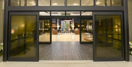Hotel Entrance | Magnolia Hotel Dallas Park Cities