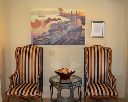 Lobby Sitting Area | Governors Inn Hotel