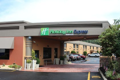 Featured Image | Holiday Inn Express Paramus