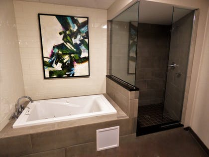 Bathroom | Best Western Plus Kingston Hotel And Conference Center