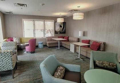 Lobby Sitting Area | Albany Airport Inn and Suites