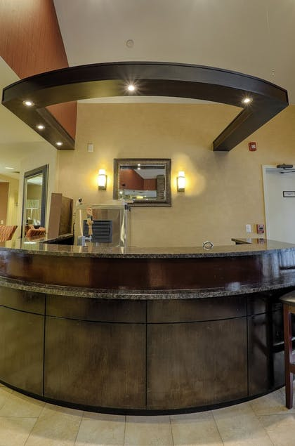 Hotel Bar | Albany Airport Inn and Suites