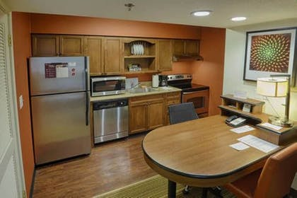 Guestroom | Albany Airport Inn and Suites