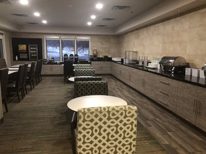 Breakfast Area | Albany Airport Inn and Suites