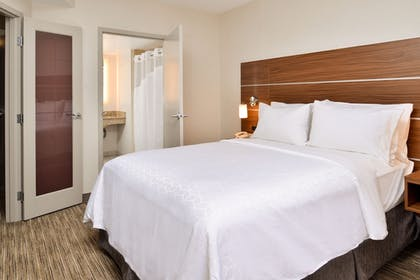 Guestroom | Holiday Inn Express & Suites Buffalo Downtown - Medical CTR