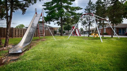 Childrens Play Area - Outdoor | Best Western Plus Coach House
