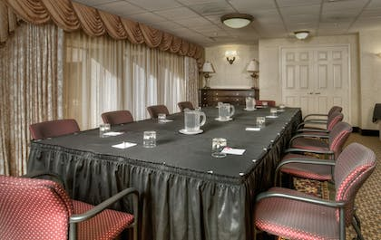 Meeting Facility | Arlington Court Suites, a Clarion Collection Hotel