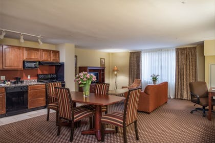 In-Room Dining | Arlington Court Suites, a Clarion Collection Hotel