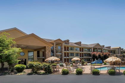 Exterior   Quality Inn & Suites Sevierville - Pigeon Forge