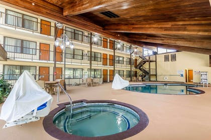Pool   Quality Inn & Suites Sevierville - Pigeon Forge