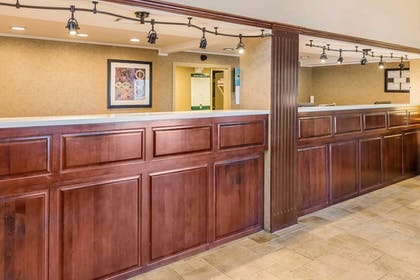 Lobby   Quality Inn & Suites Sevierville - Pigeon Forge