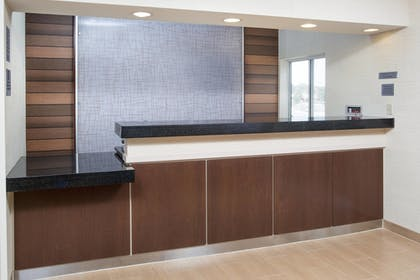 Lobby | Fairfield Inn & Suites Quincy
