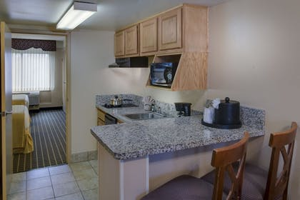 In-Room Kitchenette | Royale Parc Suites Kissimmee