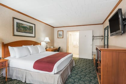 Guestroom | Ramada Hotel & Conference Center by Wyndham State College