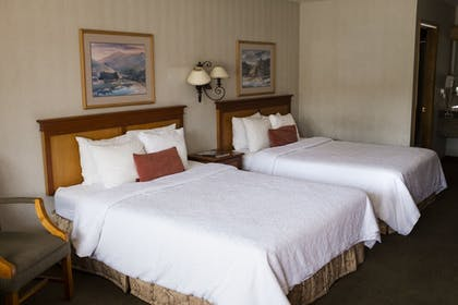 Guestroom | Bend Three Sisters Inn & Suites
