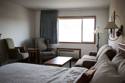 Mountain View | Bend Three Sisters Inn & Suites