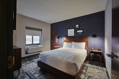Guestroom | Four Points by Sheraton Cleveland-Eastlake
