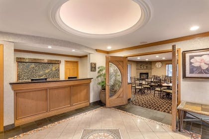 Lobby | Best Western Plus Lincoln Sands Oceanfront Suites