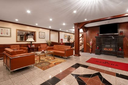 Lobby Sitting Area | Ramada by Wyndham Albert Lea