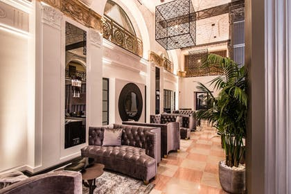 Featured Image | The Mayfair Hotel Los Angeles
