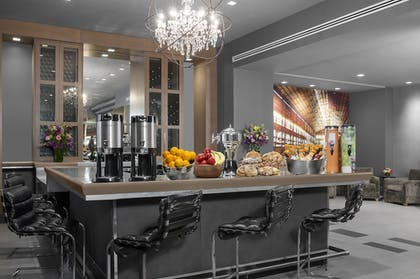 Breakfast Area | The Manhattan at Times Square Hotel