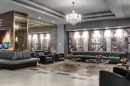 Lobby Sitting Area | The Manhattan at Times Square Hotel