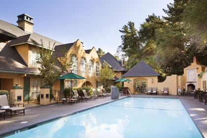 Outdoor Pool | Lafayette Park Hotel & Spa