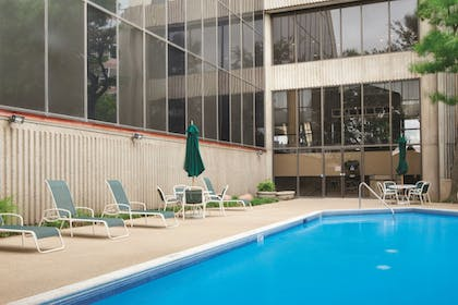 Pool | DoubleTree by Hilton Dallas Near the Galleria
