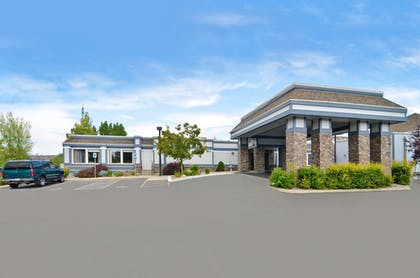 Hotel Front | Quality Inn