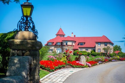 Hotel Entrance | The Mansion at Ocean Edge