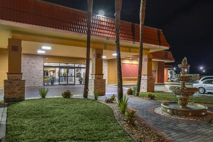 Hotel Front - Evening/Night | Quality Inn And Suites Riverfront