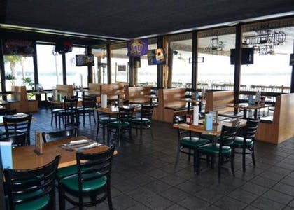Hotel Bar | Quality Inn And Suites Riverfront