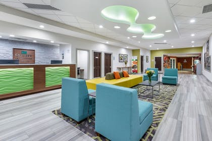 Lobby | Quality Inn And Suites Riverfront