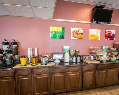 Breakfast Area | Quality Inn And Suites Riverfront