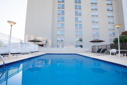 Outdoor Pool | Sheraton Pittsburgh Airport Hotel