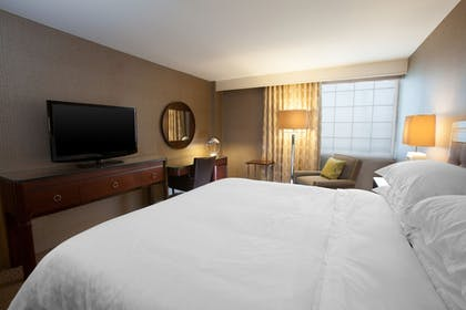 Guestroom | Sheraton Pittsburgh Airport Hotel