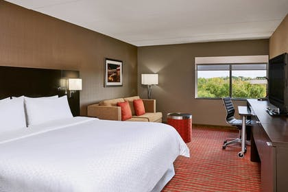 Guestroom | Four Points by Sheraton Milwaukee North Shore