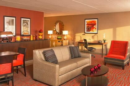 Hotel Bar | Four Points by Sheraton Milwaukee North Shore