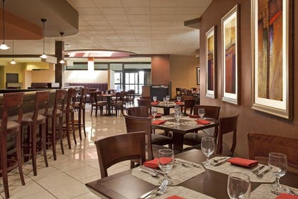 Restaurant | Four Points by Sheraton Milwaukee North Shore