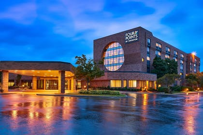 Featured Image | Four Points by Sheraton Milwaukee North Shore