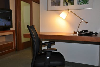 Guestroom | SpringHill Suites Cincinnati North/Forest Park