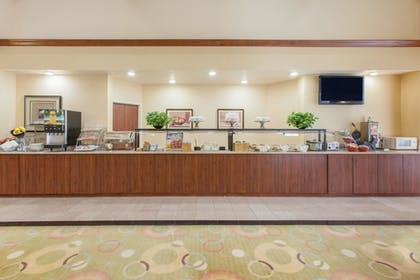 Breakfast Area | Hawthorn Suites by Wyndham Midwest City Tinker AFB
