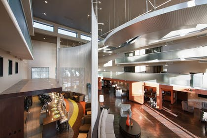 Hotel Bar | Holiday Inn & Suites Phoenix Airport North