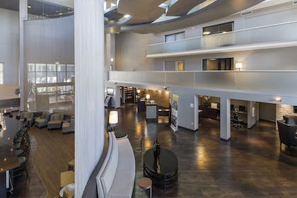 Lobby | Holiday Inn & Suites Phoenix Airport North