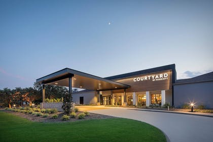 Featured Image   Courtyard by Marriott Addison Midway