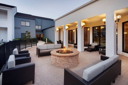 Terrace/Patio | Courtyard by Marriott Addison Midway